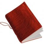 Cuaderno rojo de fabricacion china comprado en Londres, de María Celina Nuñez